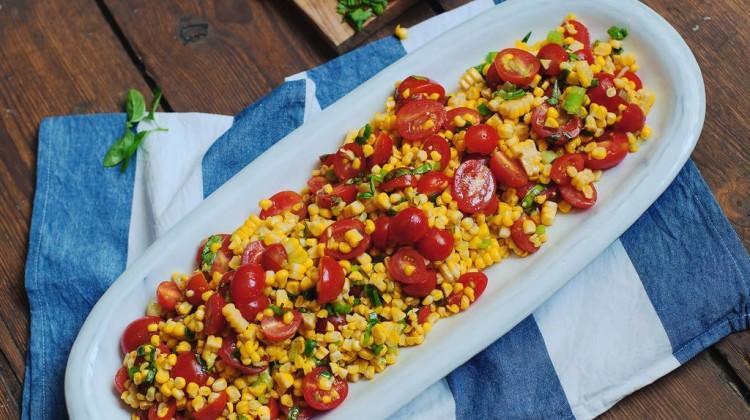 Izgara mısır ve domates salatası tarifi