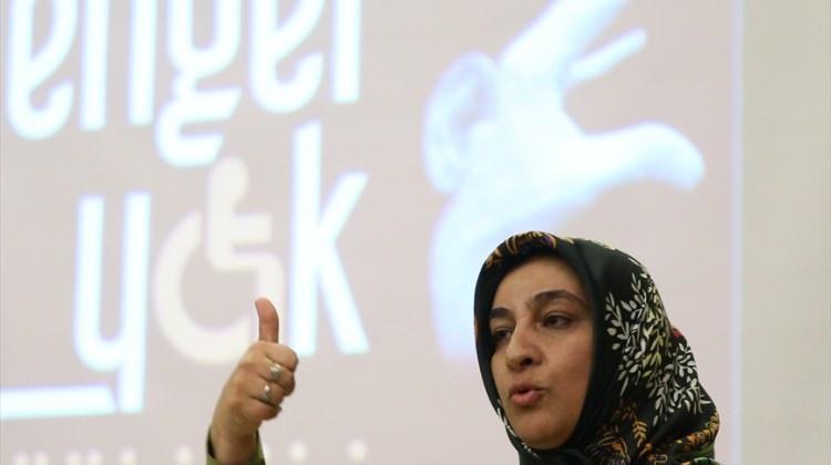 Din görevlilerinden işaret diliyle ilahi