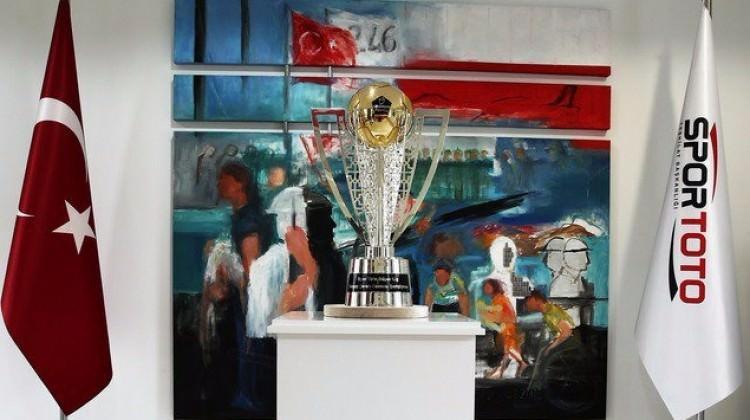 Şampiyonluk kupası görücüye çıktı
