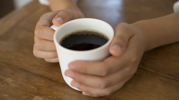 Kahvenin içine bal ekleyerek içerseniz...