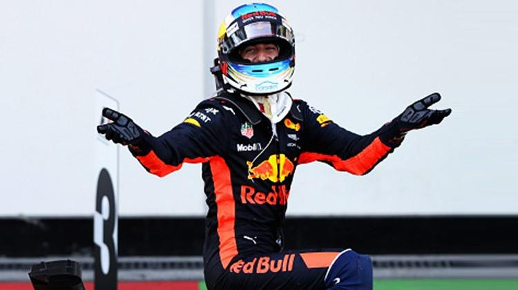 Azerbaycan'da olaylı yarışın galibi Ricciardo!