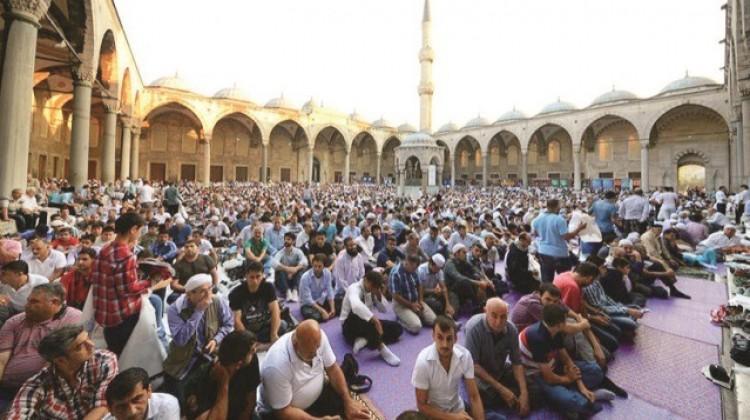 Bayram namazında Sultanahmet'teyiz