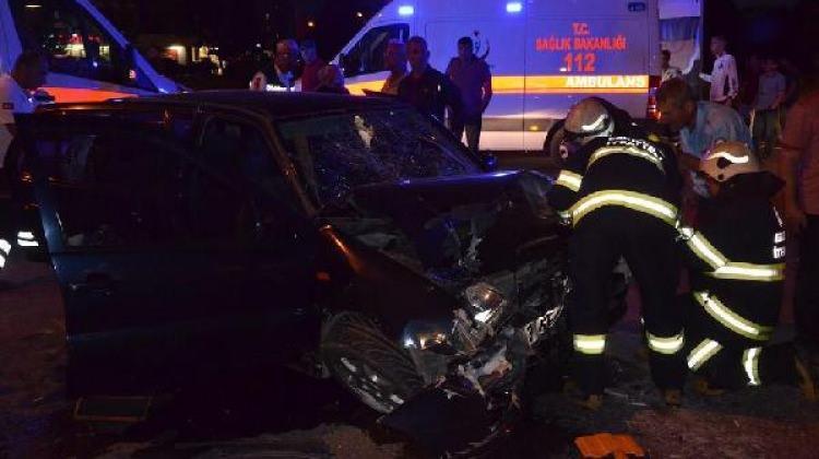 Halk otobüsü ile otomobil çarpıştı: 7 yaralı