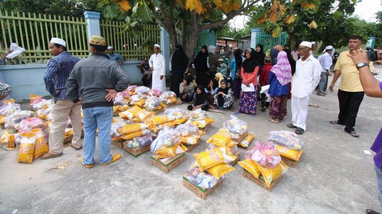 TİKA'dan yüzlerce yetime iftar ve gıda yardımı!