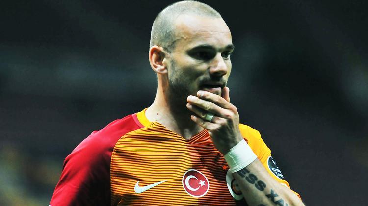 Sneijder, İstanbul'dan ayrılırken bombaladı!