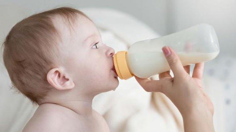 Düzensiz anne sütü alan çocuk yemek seçiyor
