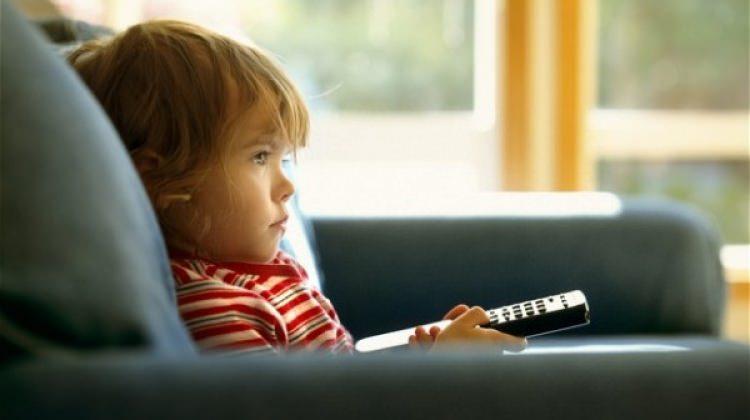 Çocuğunuza televizyon izletirken dikkat edin!