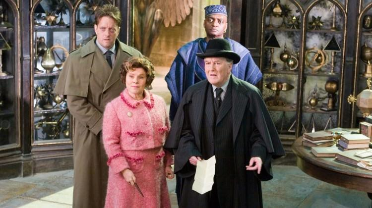 """Harry Potter'ın """"Sihir Bakanı"""" hayatını kaybetti"""