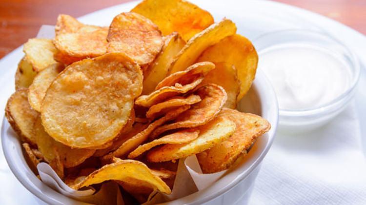 Patates cipsi nasıl yapılır? Ev yapımı fırında patates cips tarifi