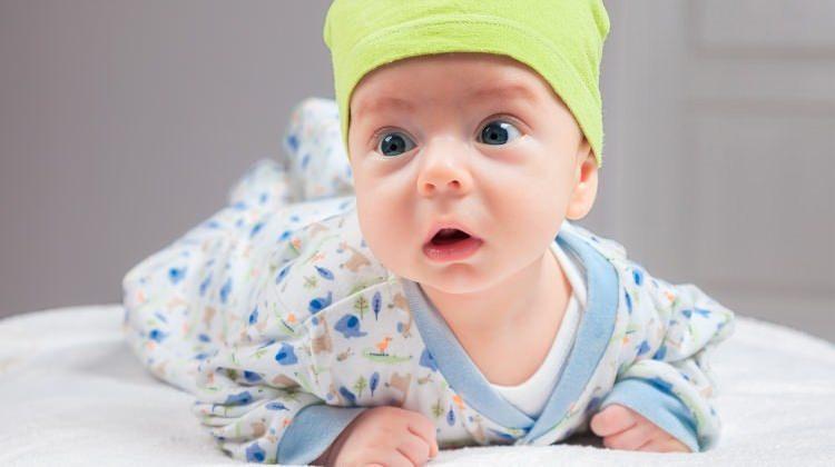 Yaşıtlarını duyan bebekler daha çabuk konuşuyor!