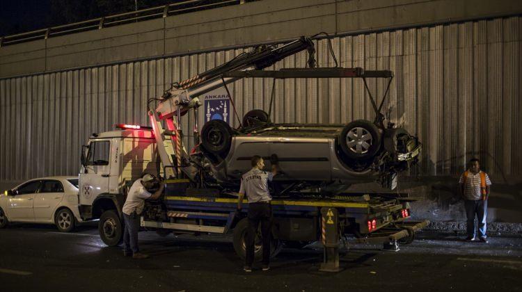 Başkentte alt geçitte iki otomobil çarpıştı