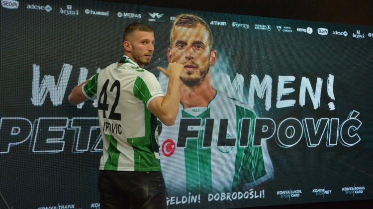 Konyaspor ile imzaladı! 42'yi seçti!