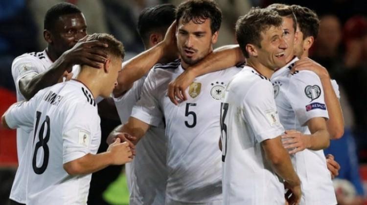 Almanya deplasmanda son anda güldü!