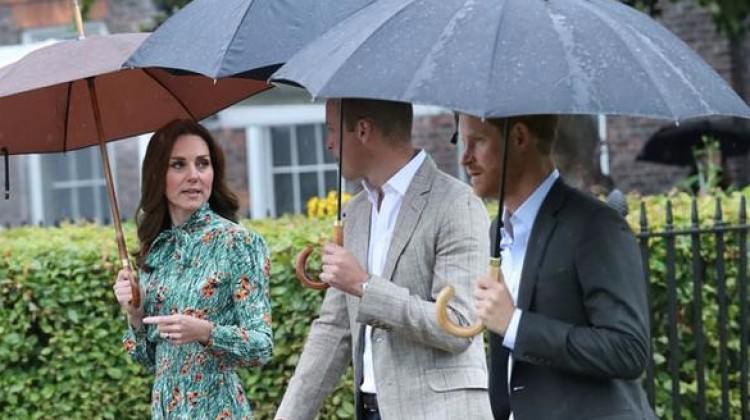 Kate Middleton'ın elbisesi anma törenine damga vurdu