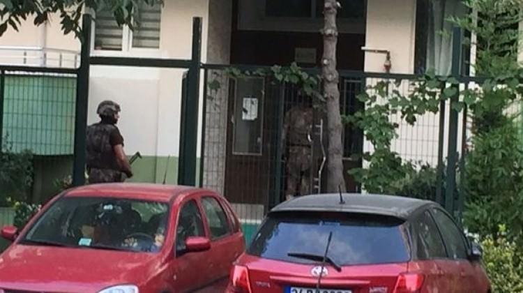 Ataköy'de binadan parka ateş açıldı: 2 yaralı!