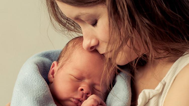 Hamileyken bebek emzirilebilir mi?