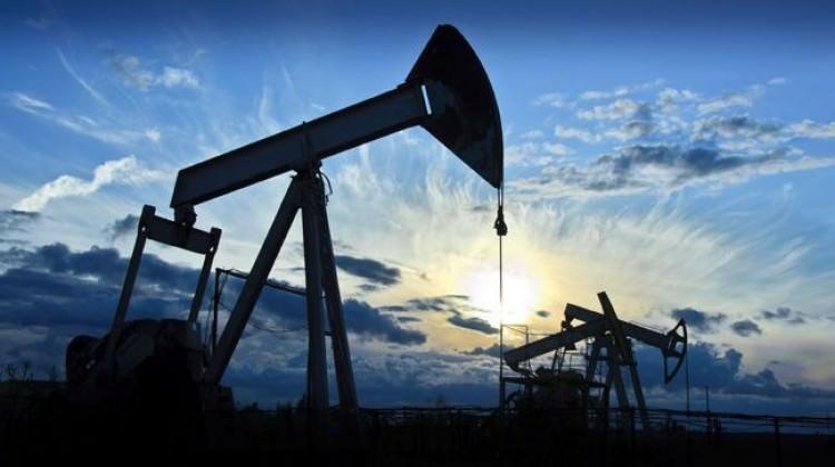 Brent petrolün varil fiyatı 55 doları zorluyor