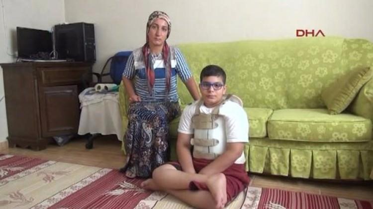 Skolyoz hastası Enes yardım bekliyor