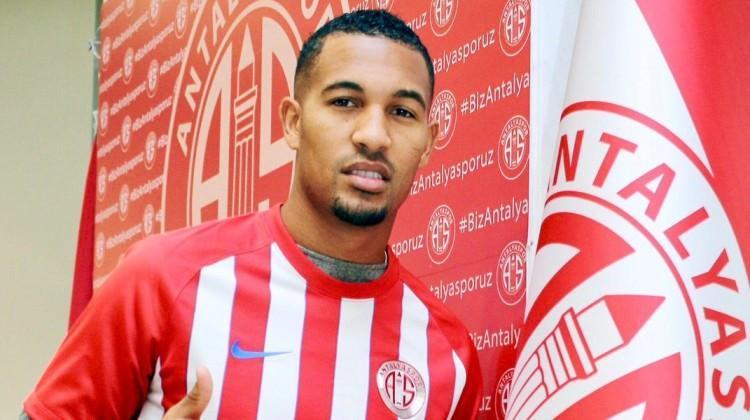 Antalyaspor'da ayrılık! Toulouse'a kiralandı