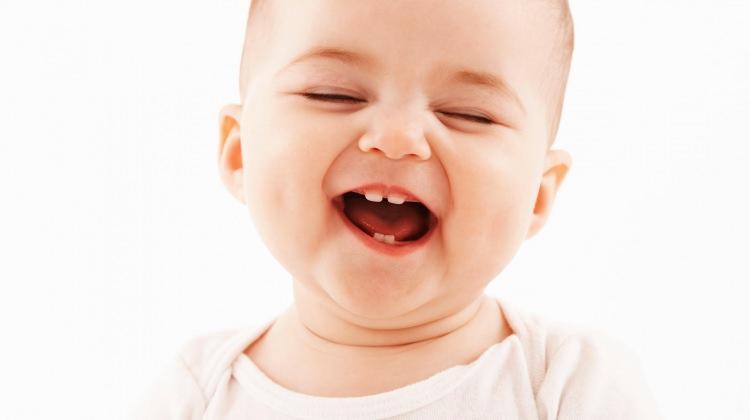 Bebeklerde diş çıkarma dönemi nasıl atlatılır? Diş çıkarma belirtileri