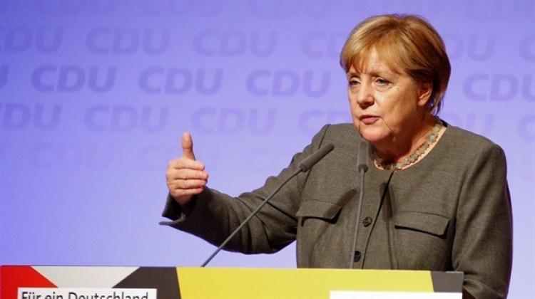 Merkel korkudan Türkçe 'konuştu'!