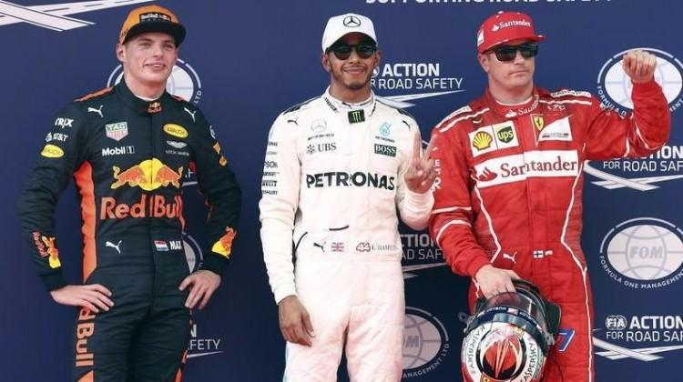 Malezya'da ilk cep Lewis Hamilton'da!