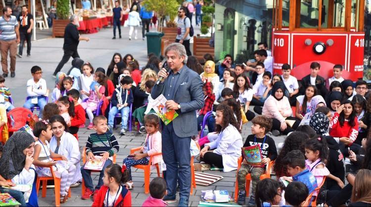 Kitapseverler Taksim Meydanı'nda buluştu
