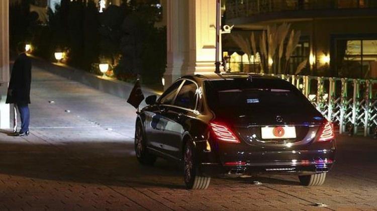 Erdoğan makam aracından milli maçı takip etti