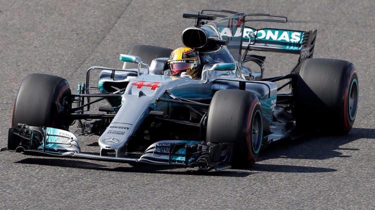 Hamilton şampiyonluğa koşuyor! Yine kazandı!