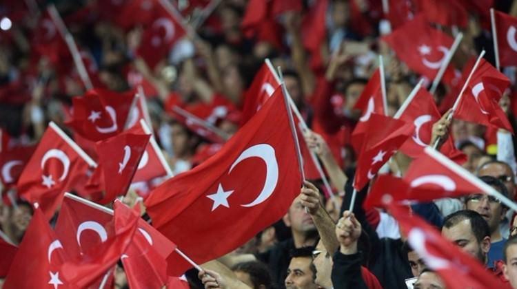 O ülkeye Türk akını! Her şey bayrak için!