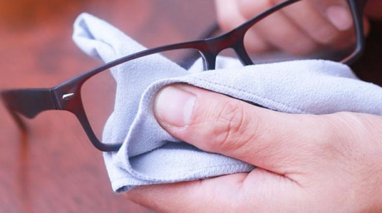 Çizilen gözlük camlarını nasıl onarırız?