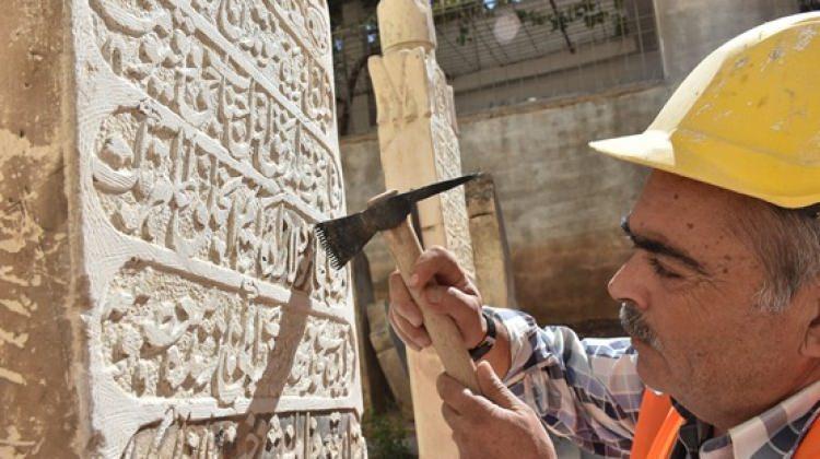 Tarihi camiden roket izleri siliniyor