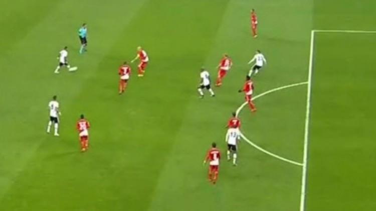 Beşiktaş - Monaco maçında çıldırtan karar!