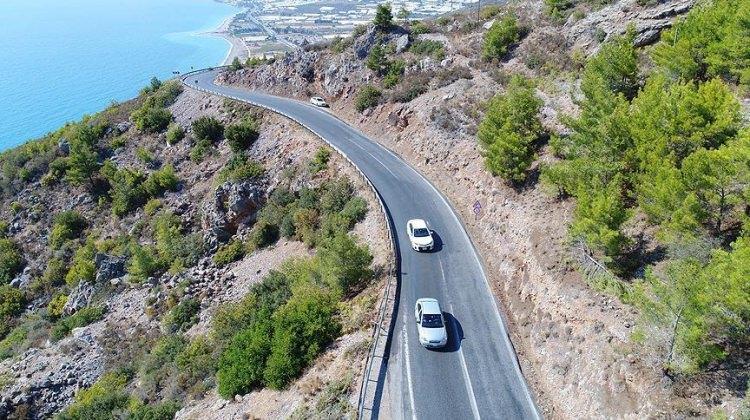 Akdeniz Sahil Yolu'nda çalışmalar sürüyor
