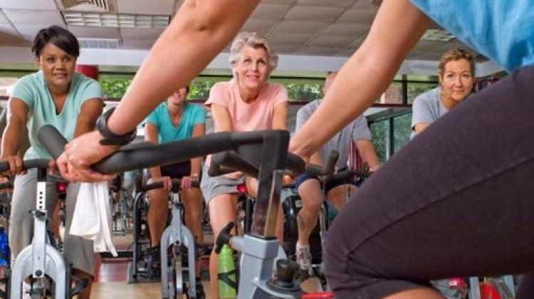 5 dakikada bacak incelten egzersizler