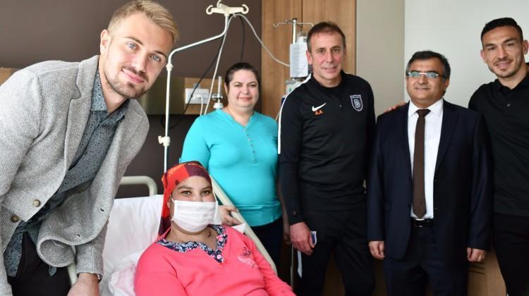 Medipol Başakşehir'den minik kahramanlara destek