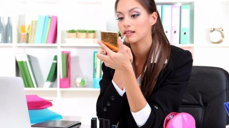 Ofiste kolay makyaj nasıl yapılır?