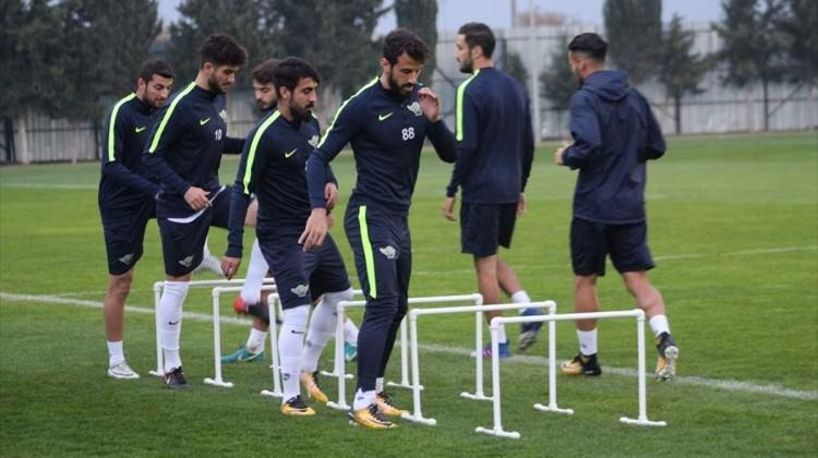 G.Saray maçı öncesi Akhisarspor'da sıkıntı!
