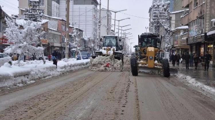 Yüksekova'da karla mücadele başladı