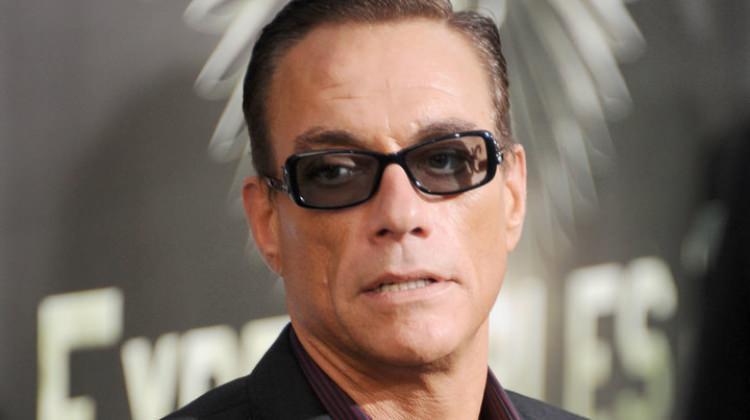 Tesbihli Jean-Claude Van Damme şaşırttı