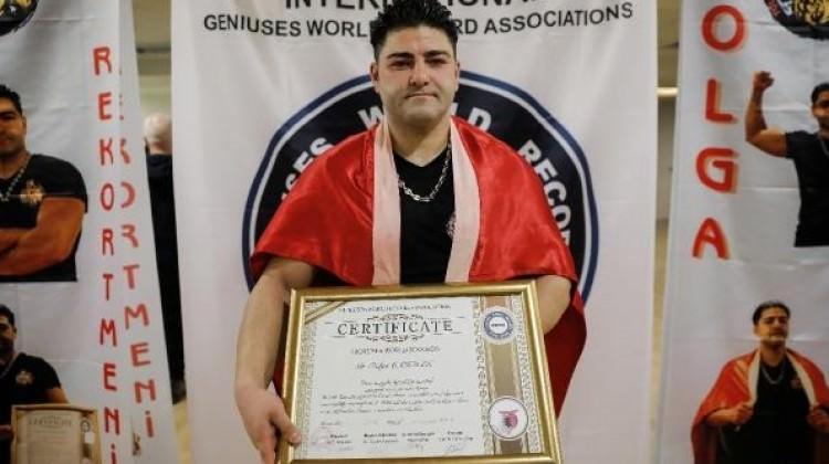 26 ton kaldırıp Guinness rekoru kıran Türk!