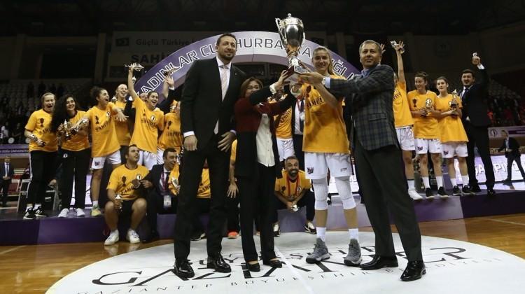 Fenerbahçe'yi deviren Yakın Doğu kupasını aldı!