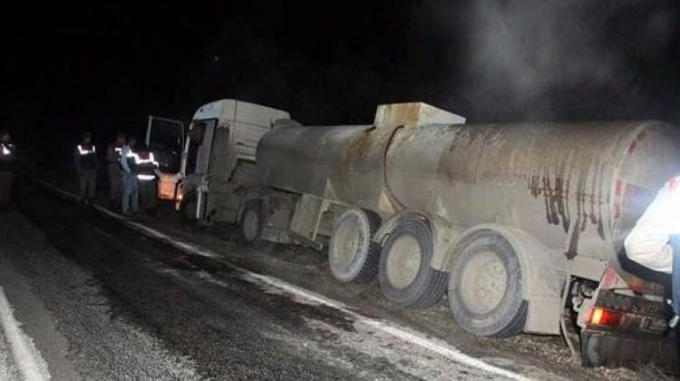 10 kilometre boyunca tankerden yola asit sızdı!