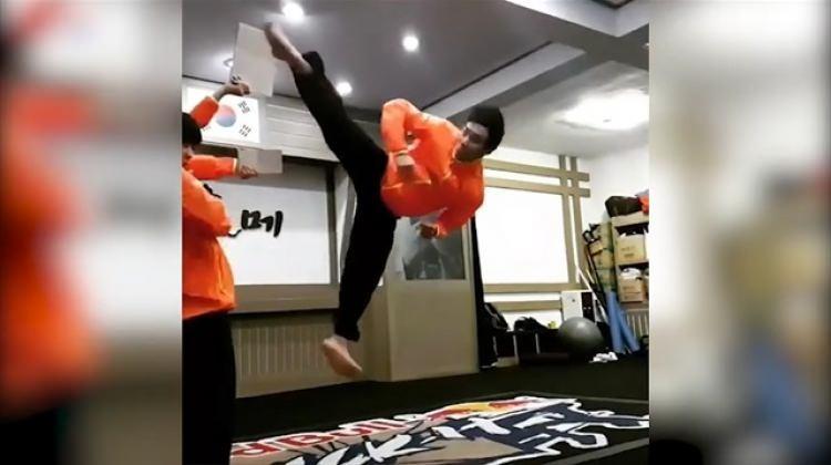 540 derece dönerek tekme atan çılgın karateci