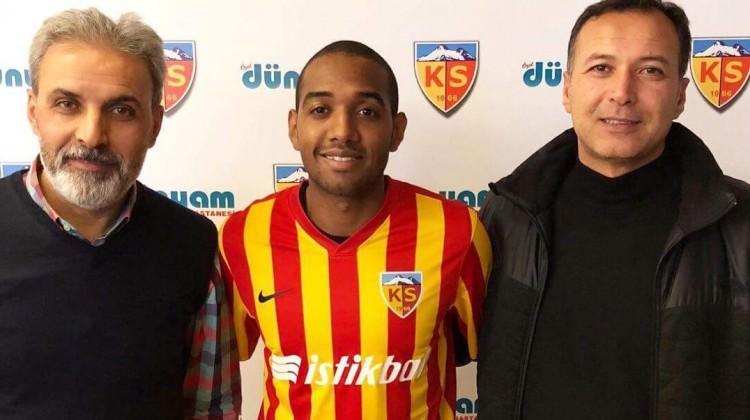 Kayseri'nin yeni transferi imzaladı