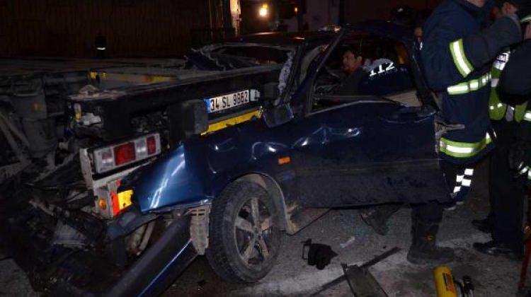 Otomobilde sıkışan sürücü ağır yaralandı