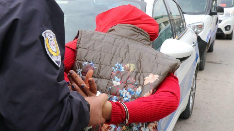 Adana'da bombalı kadın paniği!