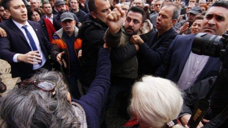 Antalya CHP'de tekme tokat kavga çıktı