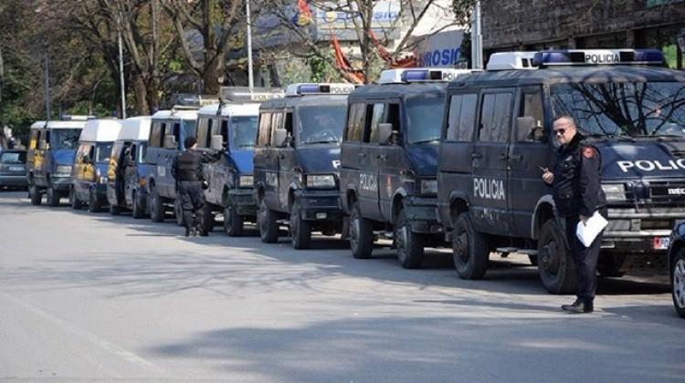 Arnavutluk'ta bombalı saldırı: 2'si ağır 8 yaralı