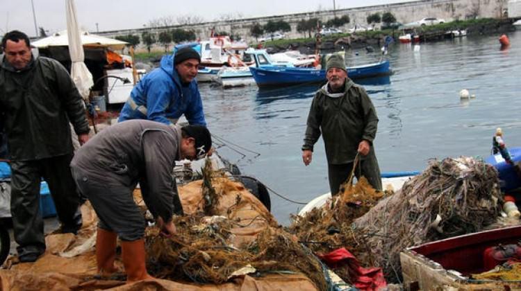 Balıkçılar ağları çekince gördüklerine isyan etti